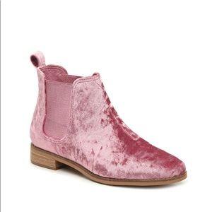 Tom's Like New Size 9 Pink Velvet Ella Boots